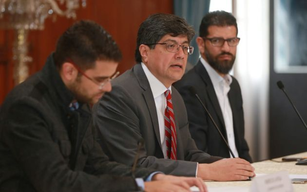 """Valencia apuntó que los documentos judiciales avalan que los dos ciudadanos """"son buscados por jueces ecuatorianos"""". Foto: Cancillería"""
