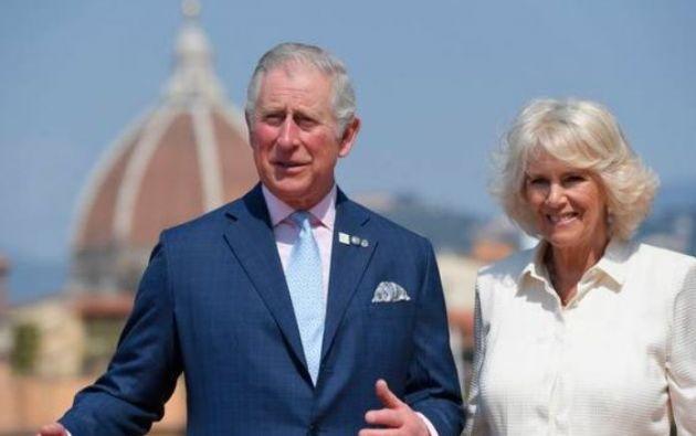 Carlos y Camilla son quienes realizan gran parte del trabajo de las giras por el extranjero. Foto: AFP