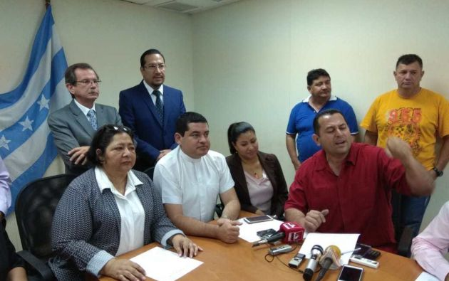 Según los candidatos hoy en resistencia, los políticos pretenderían tomarse nuevamente funciones que le corresponden a la ciudadanía.