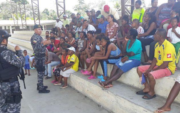 Unas 150 personas cruzaron de Colombia a Ecuador.