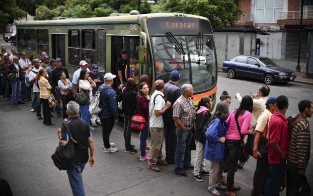El metro de Caracas, que moviliza a unos dos millones de pasajeros diariamente, restableció su servicio. Foto: AFP