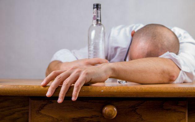 Entre los jóvenes que nunca habían ingerido alcohol, los que tenían en casa bebidas alcohólicas tenían el doble de probabilidades de empezar a consumirlo.