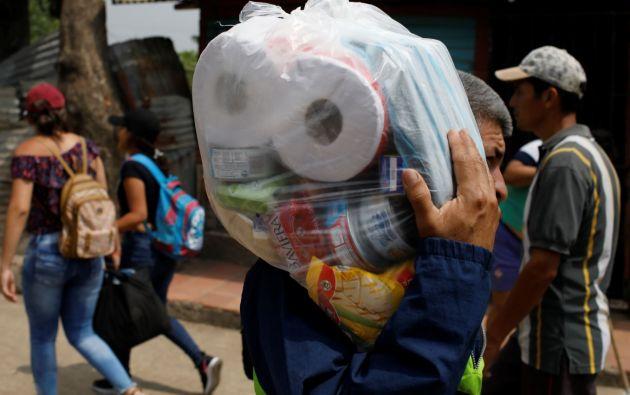 Venezuela afronta una crisis política y social que se acentuó después de que el pasado 23 de enero el líder del Parlamento, Juan Guaidó, se declaró mandatario interino. Foto: Reuters.