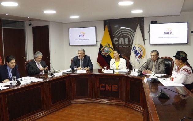 La polémica surgió por una postura de dos vocales del CNE que apoyaban que en el recuento de votos nulos para la elección.