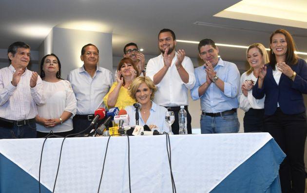 """""""Ya empezamos con la legalización en Monte Sinaí y Socio Vivienda gobierno"""", comentó Viteri. Foto: @CynthiaViteri6"""