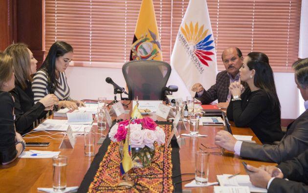 Con seis votos, el CAL dio paso a la denuncia presentada por la legisladora correíesta Amapola Naranjo.