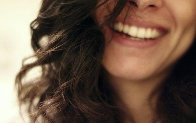 El diente está formado por tres capas: el esmalte dental externo, una capa de proteínas subyacente (dentina) y el tejido que une las raíces a la encía. Foto: Pixabay