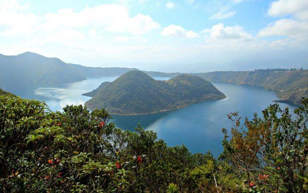 La laguna de Cuicocha es una laguna de origen volcánico situada en la parroquia Quiroga del cantón Cotacachi, provincia de Imbabura.