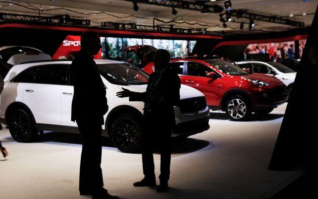 La exclusividad, la estética y el poder conviven cada vez más con los dispositivos y la tecnología eléctrica en los automóviles de lujo. Foto: AFP.