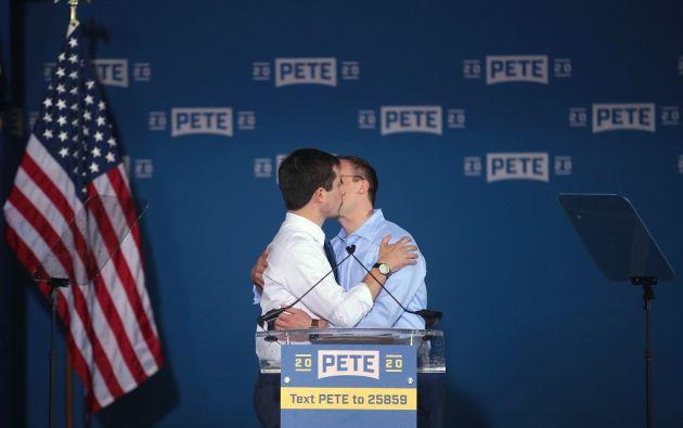 Los Buttigieg son la pareja gay con más visibilidad en estos días. Foto: AFP
