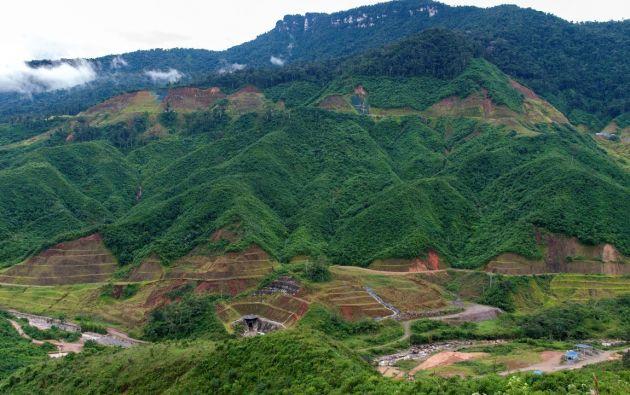Valle del Río Tundayme. Sobre este río se construirá una relavera, donde se almacenarán los desechos generados para la obtención del cobre en Mirador. Foto: Segundo Espín.