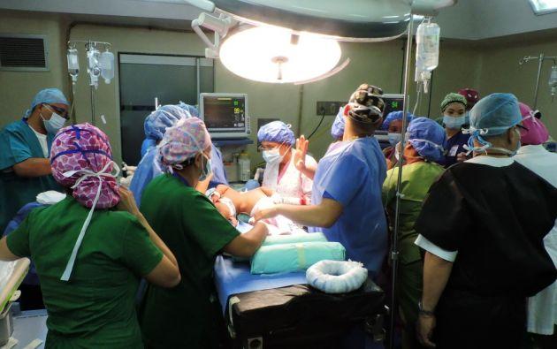 La escasez de fármacos e insumos que afecta a los hospitales del país fue subsanada con donaciones de empresas privadas y voluntarios. Foto: AFP.
