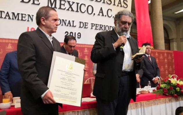 Patiño estuvo acompañado por el columnista Pedro Miguel.