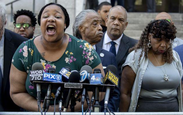 El Departamento de Justicia decidió no acusar al agente de la policía de Nueva York. Familiares de Eric Garner estuvieron inconformes con esa decisión. Foto: AFP.