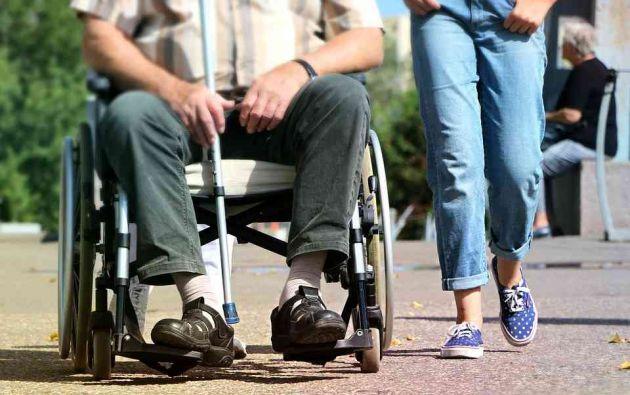 La esclerosis múltiple es una enfermedad crónica, discapacitante y heterogénea que aparece entre los 20 y 40 años, con más frecuencia en mujeres. Foto: Pixabay.