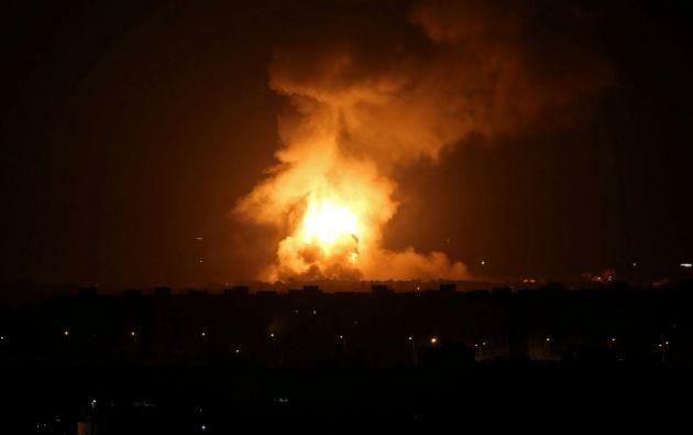 El ataque israelí se dio minutos después del lanzamiento de 3 cohetes desde el enclave palestino, siendo el segundo ataque con proyectiles en menos de 24 horas. Foto: Reuters.
