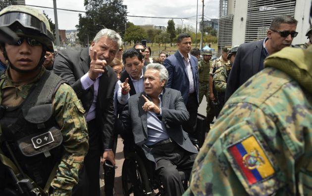 """""""Les advierto que es prohibido portar armas y si es que quieren tener un arma en su casa cumplan con lo que corresponde la ley"""", dijo Moreno. Foto: AFP"""