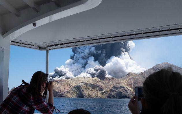 La erupción tuvo lugar a las 14H11 (01H11 GMT), lanzando al aire una espesa columna de ceniza de 3,6 km. Foto: AFP.