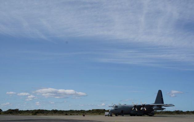 Fotografía de uno de los aviones que realizan las operaciones de búsqueda del avión siniestrado. Foto: AFP.
