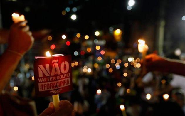 """""""No descansaremos un sólo minuto hasta que la presidenta de todos los brasileños, sufragada en elecciones libres y directas, retorne al comando del Estado, como es la voluntad soberana y constitucional del pueblo brasileño. No al golpe. Fuera Temer"""", señaló el Partido de los Trabajadores."""