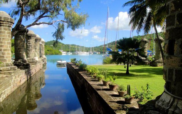 Astillero de Antigua y sitios arqueológicos conexos en Antigua y Barbuda. Este sitio comprende un recinto fortificado de la época georgiana con instalaciones y edificios portuarios y navales.