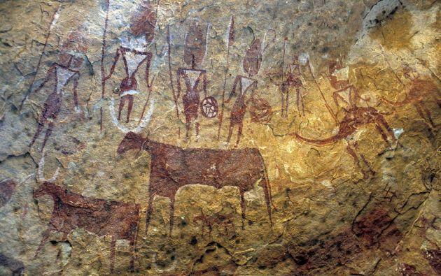 Situado al noreste del Chad, el macizo de Ennedi está formado por arenisca. En las superficies rocosas de las grutas, cañones y refugios hay millones de imágenes pintadas y grabadas que constituyen una de las mayores colecciones de arte rupestre del Sáhara.