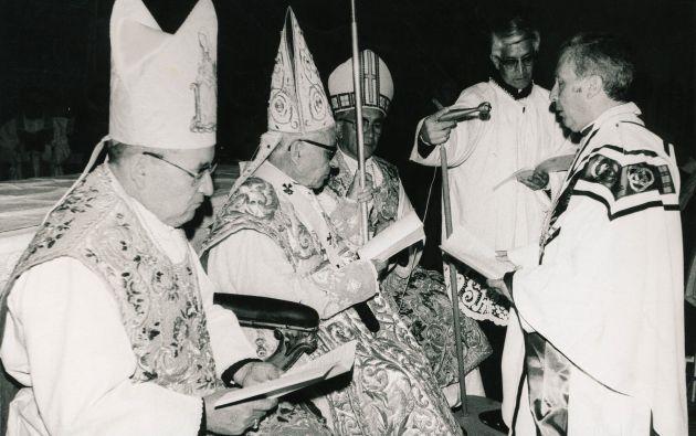 Consagración como Obispo. Fotos: Colaboración Juan José Mendoza / Archivo Revista Vistazo