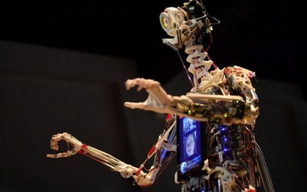 LONDRES.- Un robot construido por la firma de ingeniería robótica Rob Knight and nombrado 'Rob's Open Source Android' (ROSA) estuvo en la muestra. Foto: BEN STANSALL / AFP