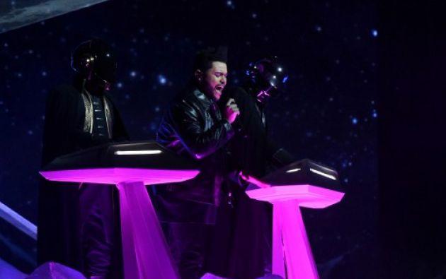 The Weeknd y Daft Punk sorprenden en el escenario. Fotos: AFP