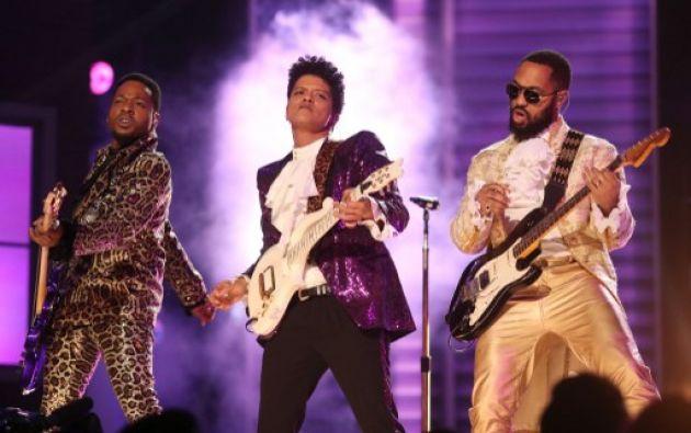 Bruno Mars en los Grammy 2017