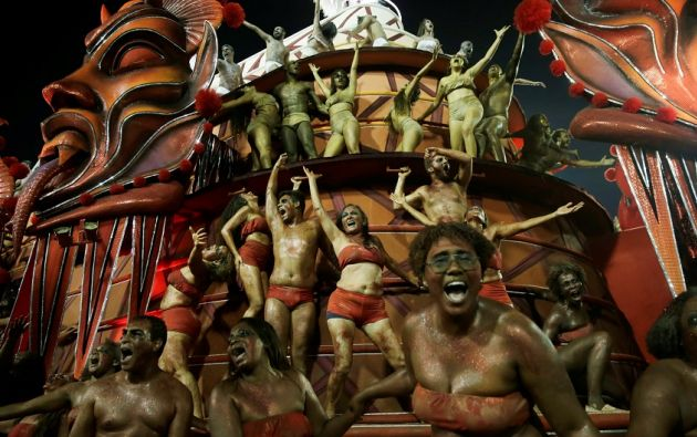 RÍO DE JANEIRO, Brasil.- Bailarines de la escuela de samba Salgueiro. Foto: Reuters.