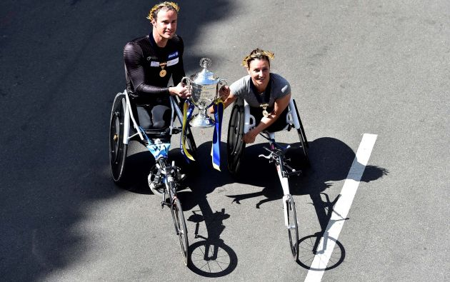 Ganadores de la categoría mujeres y hombres en silla de ruedas