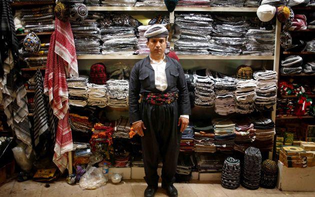 """Crafts vendedor Hidaya Muhyiddin, 35. """"Trump debería tomar decisiones rápidas, y los kurdos, que están oprimidos y América tiene el derecho de armar y apoyarlos militar y financieramente . Estados Unidos debe ayudar a los kurdos no sólo en Siria, sino en todas las áreas kurdas"""""""