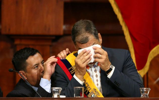 Expresidente Rafael Correa se conmueve con la presentación musical por el final de su periodo presidencial / Foto: Reuters