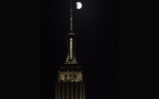 El eclipse de superluna en Nueva York // Empire State Building // 2015