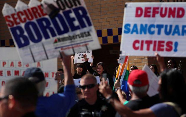 El senador Harris, D-California, habla en una manifestación en apoyo de DACA / Foto: Reuters
