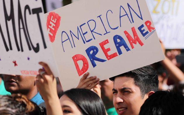 Los estudiantes se reúnen en apoyo de DACA en la UC en Irvine, California