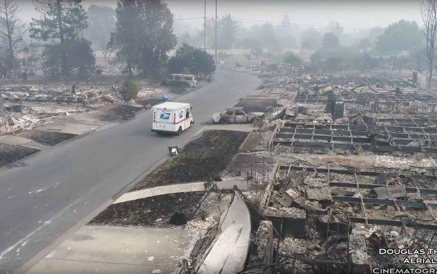 Una vista aérea de la devastación causada por los incendios forestales de California, en Santa Rosa