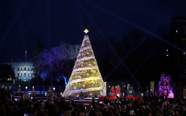 Iluminación y desfile de la Navidad en la Elipse cerca de la Casa Blanca en Washington, EE. UU