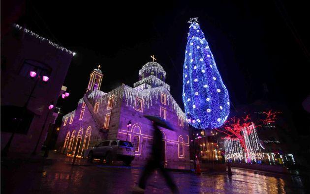 Decoraciones navideñas en la aldea de Maghdouche, cerca de Sidón, Líbano