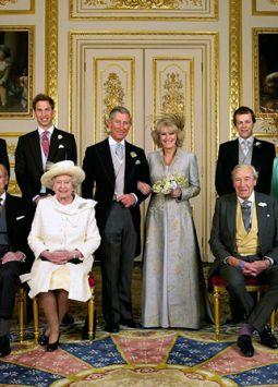 El príncipe Carlos es el padrastro de Laura y Tom Parker Bowles.