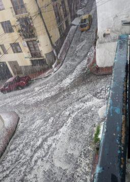 El centro de la ciudad fue la zona más golpeada por el mal tiempo de hoy.
