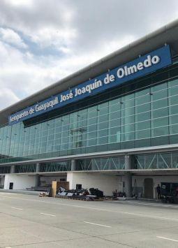 La terminal aérea fue cerrada el sábado 6 por la caída de ceniza del Volcán Sangay. Foto: Archivo