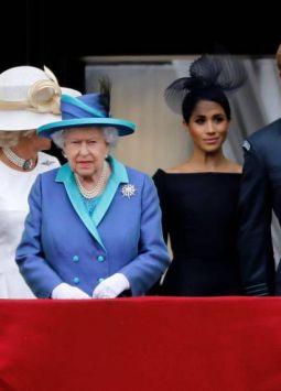 """También conocidos como """"Monarchy PLC"""", incluso las bodas televisadas son una máquina de hacer dinero. Según Forbes, el impulso a la economía del Reino Unido de la boda real de Harry y Meghan fue de aproximadamente $1.5 mil millones."""