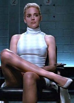 El director de Instinto básico, Paul Verhoeven, la habría engañado para quitarse la ropa interior para una escena de Instinto Básico