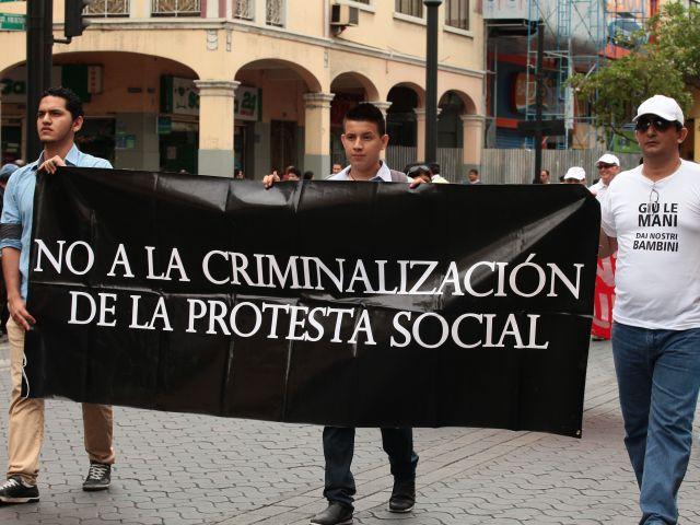 Marcha del Comité Permanente de Defensa de los DDHH en Guayaquil.