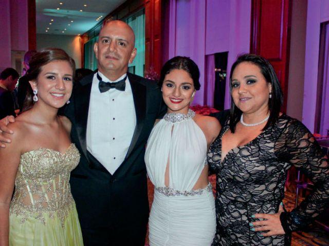 Gianella Andrade, Boris Andrade, Anahí Andrade y Carmen de Andrade.