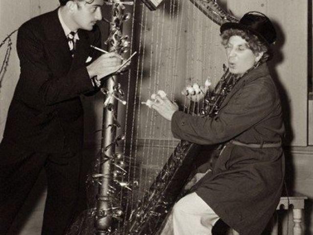 Salvador Dalí y Harpo Marx. 1936