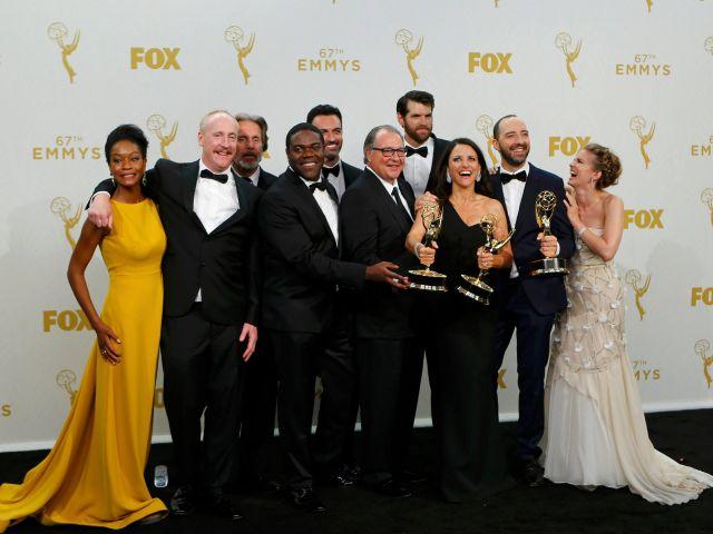 Reparto de Veep entre bastidores durante la 67ª Edición de los premios Emmy en Los Ángeles. Foto: REUTERS.