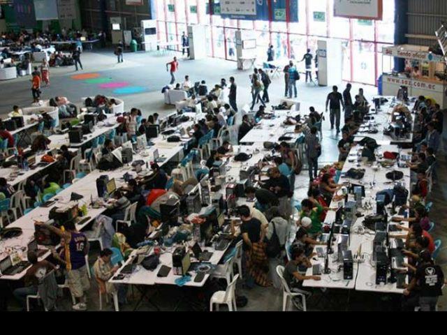 """Según Wikipedia, Campus Party es una LAN party, traducido a lo que sería una """"fiesta en red"""", creada en España en 1997. (Foto: enquito)"""